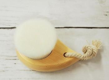 毛穴汚れ、悩んでるなら手に取って! ダイソー「洗顔ブラシ」が超使える.jpg